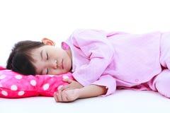 Здоровая концепция детей Азиатская девушка спать мирно Isolat Стоковое Изображение