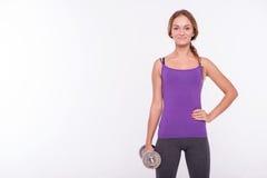 Здоровая молодая спортсменка делает тренировки Стоковые Изображения