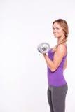 Здоровая молодая спортсменка делает тренировки Стоковое фото RF