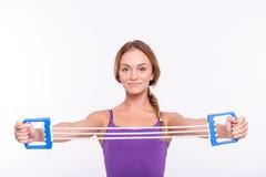 Здоровая молодая спортсменка делает тренировки Стоковое Изображение