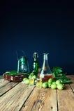 Здоровая домодельная тинктура грецкого ореха стоковое фото