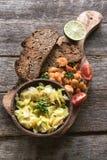 Здоровое блюдо на доске Стоковое фото RF