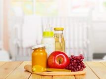 Здоровое детское питание на предпосылке кухни Стоковое Изображение RF