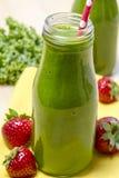 Здоровое зеленое питье Smoothie сока Стоковое Изображение
