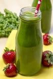 Здоровое зеленое питье Smoothie сока Стоковое Изображение RF