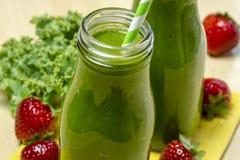 Здоровое зеленое питье Smoothie сока Стоковые Изображения