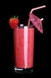 Здоровое стекло вкуса клубники smoothies на черноте Стоковая Фотография