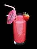 Здоровое стекло вкуса клубники smoothies на черноте Стоковые Фото