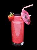 Здоровое стекло вкуса клубники smoothies на черноте Стоковые Изображения