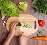Здоровые еда и ингридиенты на деревенской деревянной предпосылке Стоковая Фотография RF