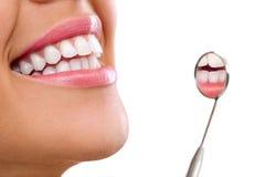 Здоровые зубы женщины Стоковая Фотография
