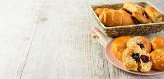 Здоровые ингридиенты завтрака на белом деревянном столе Стоковое Изображение