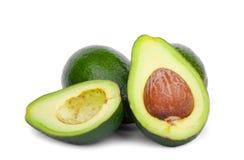 Здоровые и органические авокадоы, на белой предпосылке Зрелые авокадоы от органической плантации авокадоа _ Стоковые Изображения RF