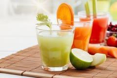 Здоровые красочные соки Стоковые Фотографии RF