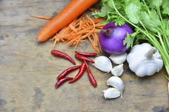 Здоровые органические овощи на деревянной предпосылке Стоковое фото RF