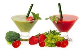 Здоровые свежие Smoothies с плодоовощ и Vegatables изолированные на Wh Стоковое Изображение