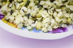 Здоровые съестные семена пеньки с грубой молотилкой стоковая фотография rf