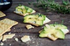 Здоровые шутихи с сметаной, тимианом и авокадоом Стоковое Изображение RF
