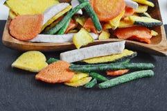 Здоровые vegetable обломоки, высушенные, зажаренные овощи Стоковые Фото