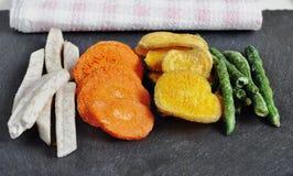 Здоровые vegetable обломоки, высушенные, зажаренные овощи Стоковые Фотографии RF