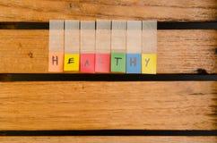 Здоровый алфавит на деревянной предпосылке стоковые фото