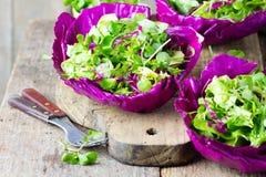 Здоровый вегетарианский салат капусты ruccola arugula салата стоковые фотографии rf