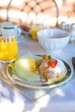 Здоровый завтрак на крупном плане таблицы внутри стоковое фото