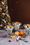 Здоровый завтрак с апельсинами, гайками и мороженым Стоковая Фотография