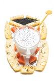 Здоровый завтрак с семенами и плодоовощами базилика Стоковая Фотография