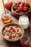 Здоровый завтрак с muesli и ягодой Стоковая Фотография