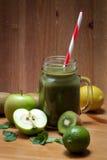 Здоровый зеленый фруктовый сок Стоковое Изображение RF