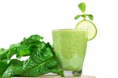 Здоровый зеленый vegetable smoothie с яблоками, шпинат, огурец, l Стоковые Фотографии RF