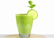 Здоровый зеленый vegetable smoothie с яблоками, шпинат, огурец, l Стоковое Изображение RF