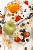 Здоровый органический завтрак с югуртом в стекле Стоковые Изображения