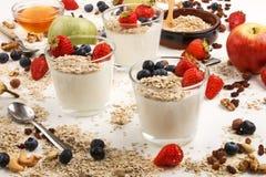 Здоровый органический завтрак с югуртом в стекле Стоковые Фото