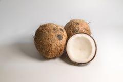 здоровый плодоовощ кокоса дальше на белой предпосылке стоковое фото