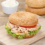 Здоровый сандвич бейгл еды для завтрака с ветчиной Стоковая Фотография