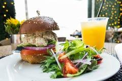 Здоровый сандвич тунца с салатом Стоковое Фото