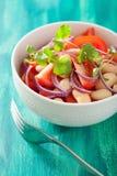 Здоровый салат томата с кориандром лука белых фасолей Стоковое фото RF
