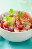 Здоровый салат томата с cilantro лука белых фасолей Стоковое Изображение