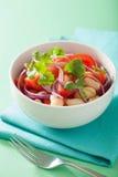 Здоровый салат томата с cilantro лука белых фасолей Стоковая Фотография