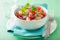 Здоровый салат томата с cilantro лука белых фасолей Стоковая Фотография RF