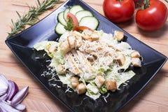 Здоровый салат цезаря на черной плите Стоковое фото RF