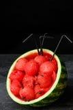 Здоровый, свежий и красивый арбуз Красные ветроуловители арбуза с соломами на черной предпосылке Вкусные соки лета скопируйте кос Стоковое Изображение RF