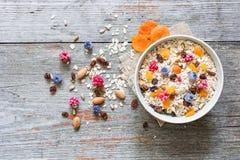 Здоровый шар завтрака muesli плодоовощ и ягоды Стоковое Изображение RF
