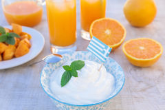 Здоровый югурт концепции завтрака, плодоовощи, свежий сок Стоковые Изображения