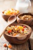 Здоровый granola с сухими плодоовощами для завтрака Стоковые Фото