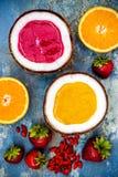 Здоровый smoothie плодоовощ завтрака с superfoods Smoothie ягоды goji манго с семенами chia Стоковые Фотографии RF
