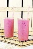 Здоровый smoothie сока ягод с овсами стоковое фото