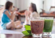 2 здоровых питья красного и зеленого Стоковые Фото